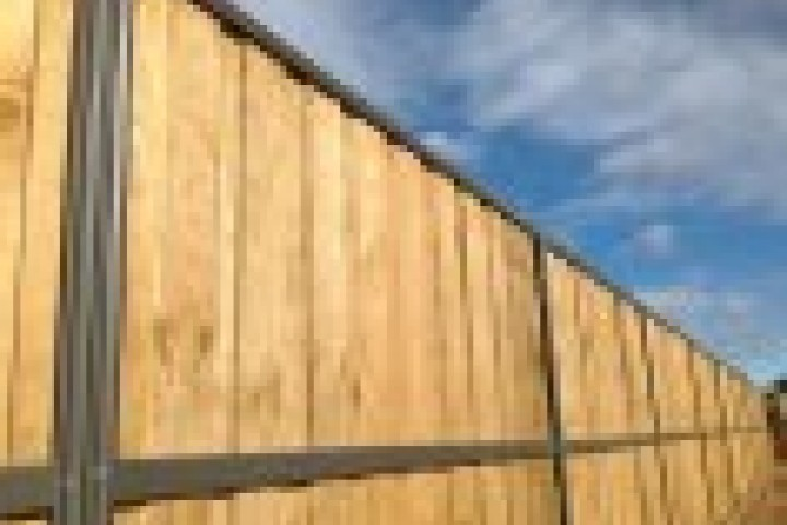 AliGlass Solutions Lap and Cap Timber Fencing 720 480