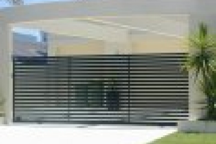 AliGlass Solutions Chainlink fencing 720 480